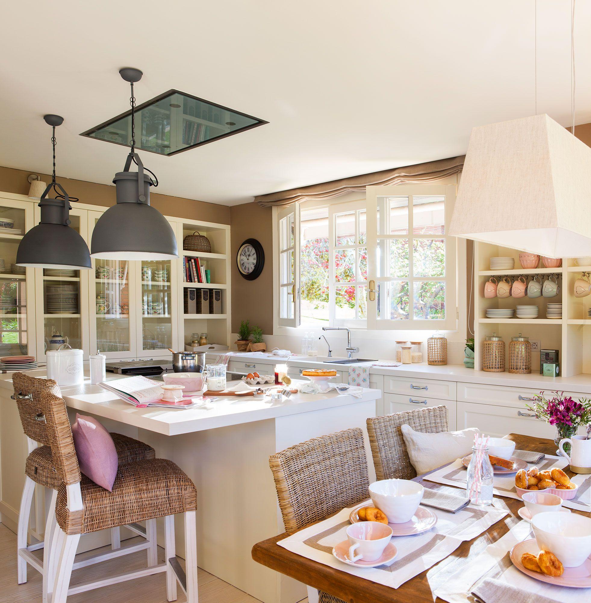 Cocina Con Muebles En Blanco Office E Isla De Trabajo Cocinas  # Muebles Habia Una Vez Rosario