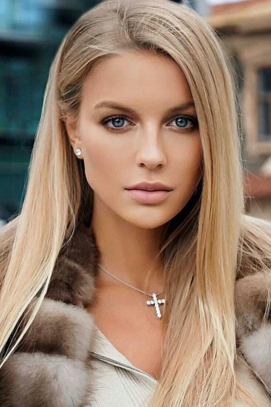 women model blonde makeup beauty in 2020 Haarfarben