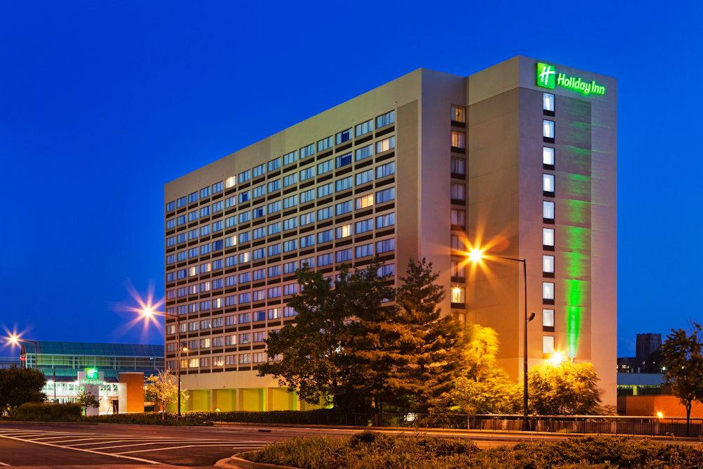 The Holiday Inn World S Fair Park In Downtown Knoxville Tennessee Downtown Hotels Holiday Inn Downtown
