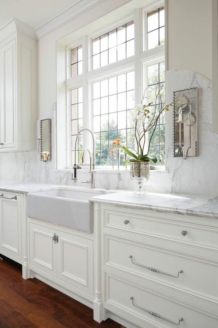 wohnideen küche marmor wandverkleidung weiße küchenschränke und ...