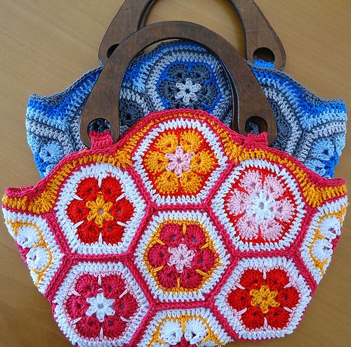 crochet bag in blue and rose African flower   Bolsos, Flores ...