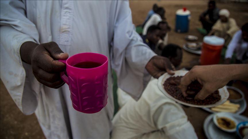 الموروث التقليدي السوداني يتحدى كورونا في رمضان Https Wp Me Pbwkda Bgt اخبار السودان الان من كل المصادر Sudan Sudanese Glassware Tableware Plastic Cup