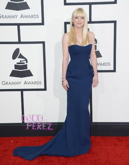 489b0ce2e6 Grammys 2014  Anna Faris walks the red carpet.