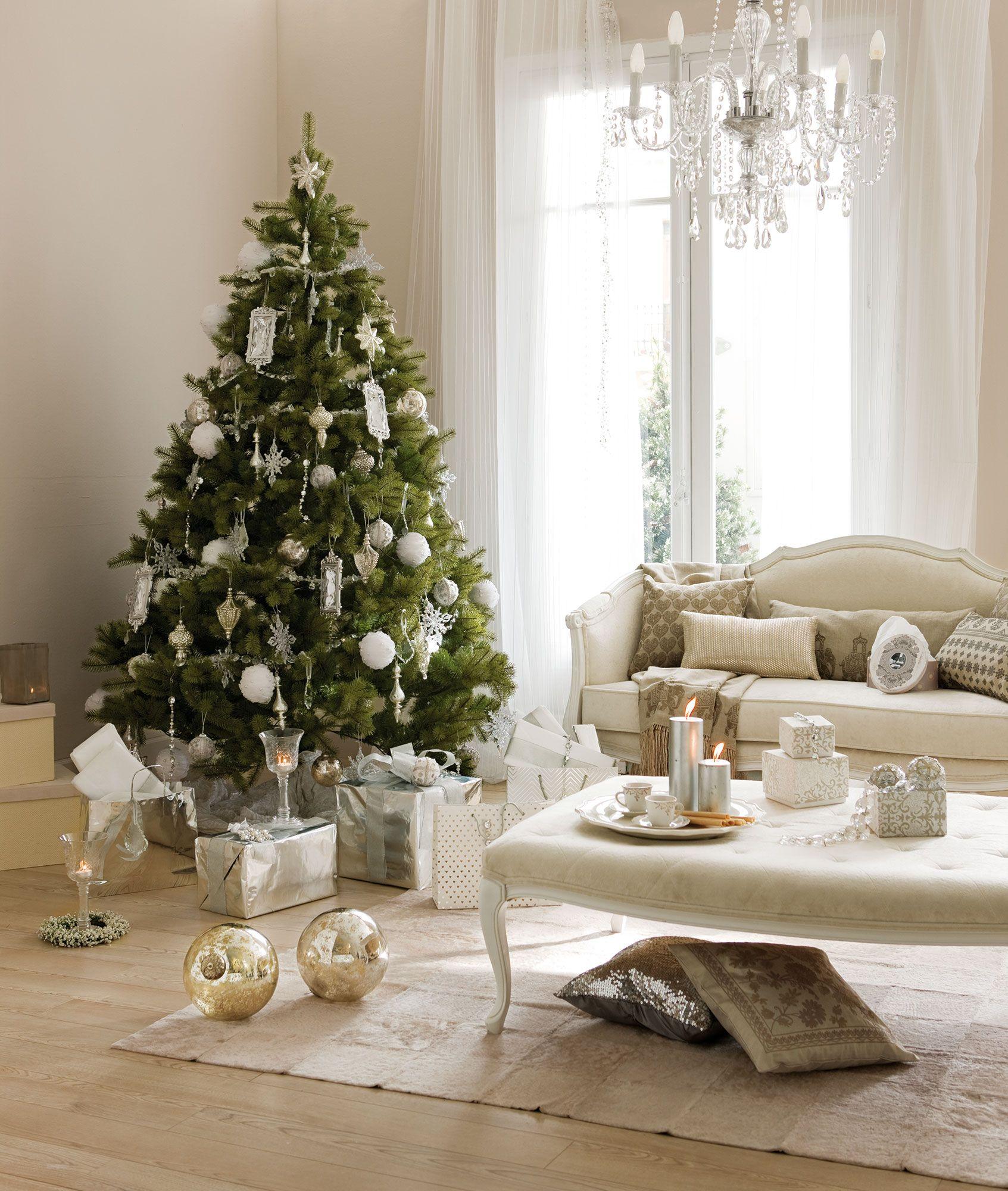 Salón con árbol de Navidad decorado en blanco y plata | Decorar tu ...