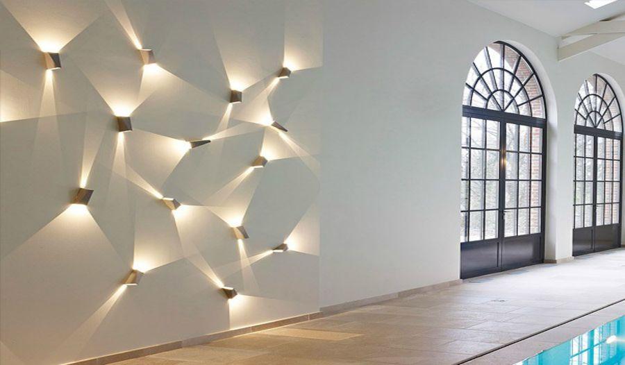 I faretti creano giochi di luce sulla parete   interior design nel ...