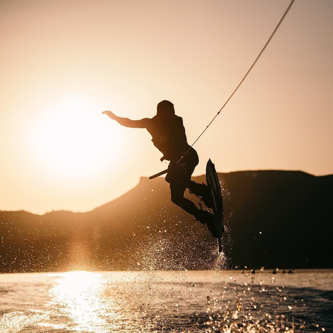 Wakeboarding At Sunset On Lake Nacimiento California Summervibes Boatlife Wakeboarding Wakeboard Lakeday Lakelife La Wakeboarding Surfing Bodyboarding