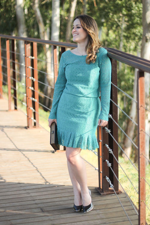 vestido-verde-renda-babados-scarpin-preto-book-clutch-look-do-dia-drops-das-dez-laina-laine-11