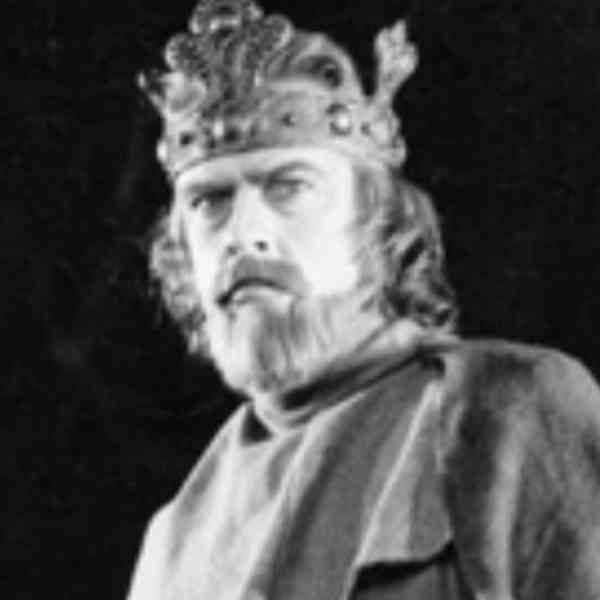 the description of macbeth as the hero in shakespeares macbeth Thornie, who an analysis of the character of macbeth as a tragic hero in shakespeares play is not sure of anything, runs with groschen energetically description.