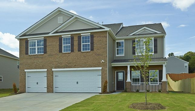 Hatteras B Just Like Floor Plain Move To A Site Of Dr Horton Land Simpsonville New Homes House Under Construction Horton Homes