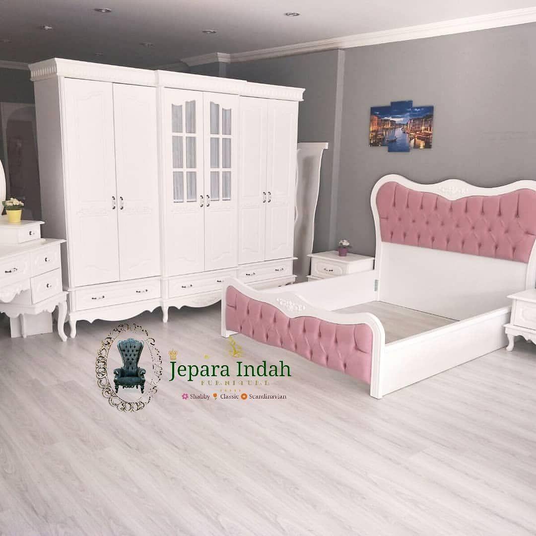 Kamar sett  Tersedia ; - 1Tempat Tidur Uk.180200 - Almari pakaian 6 pintu - 2 Nakas  Spesifikasi ;  Kerangka : MAHONY TPK Kain : BLUDRU HALUS Finishing : DUCO GLOSSY - - #sofaset#furnitureindonesia#jualfurniture#furnitureolshoop#desainfurniture#furniturebandung#furniturejakarta#furnituresumatra#furnituremedan#furniturebali#furnituresemarang#furnituresurabaya#jualfurniture#ikea#sofa#ruangtamuvitage#rumahshabby#rumahshabbychic#homesweethome#rumahimpian#inpirasirumah#furnitureonline#meubeljepara#sh
