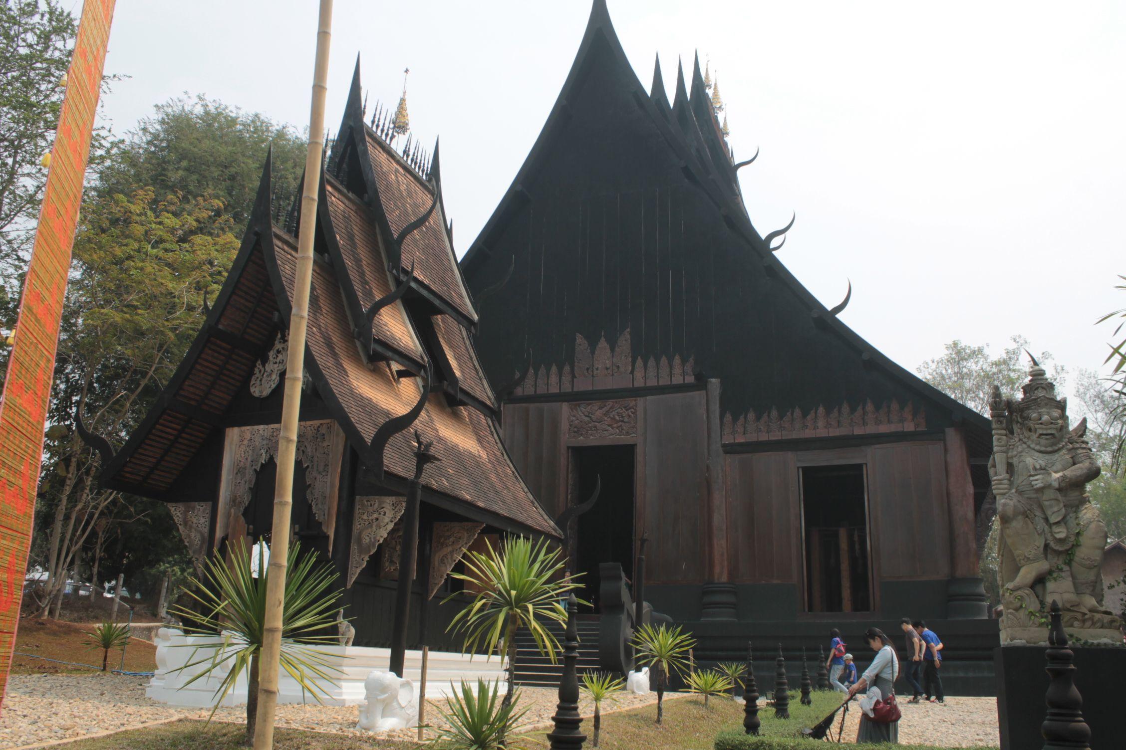 Entrada al templo negro