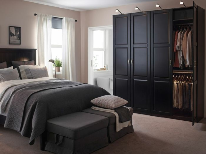 schwarzer kleiderschrank schlafzimmer einrichten ideen. Black Bedroom Furniture Sets. Home Design Ideas