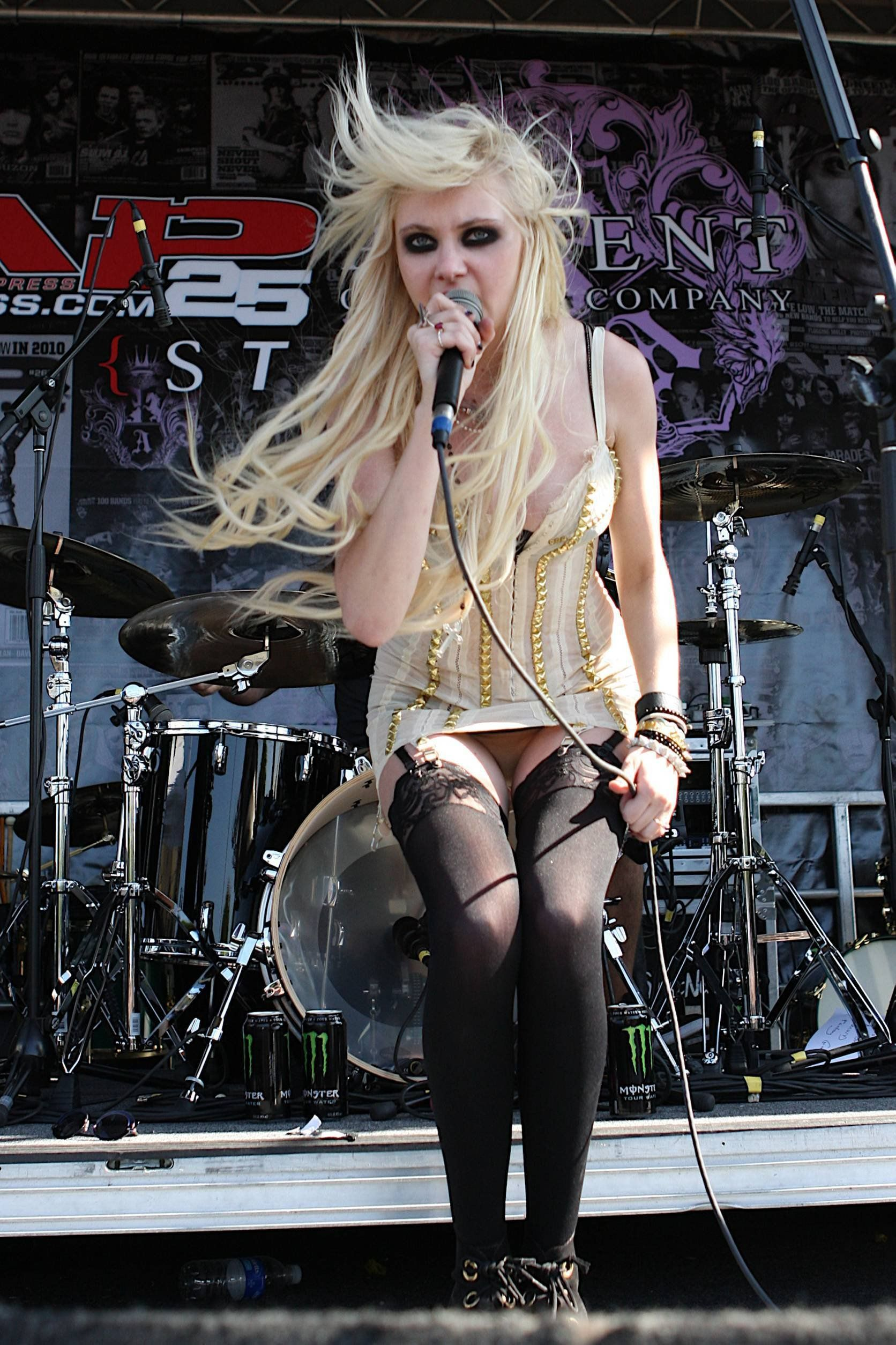 Taylor Momsen Smoking Hard Nipples