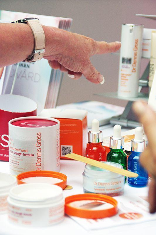 Vårsalong på Eriksbergskliniken. Här visar man produkter från Dr Dennis Gross.