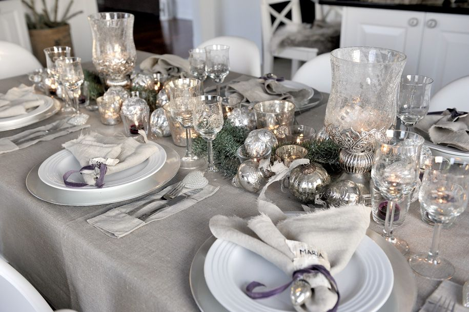 Get A Luxury Table Setting For New Year S Eve Christmas Decorations Living Room Christmas Table Christmas Dining Table