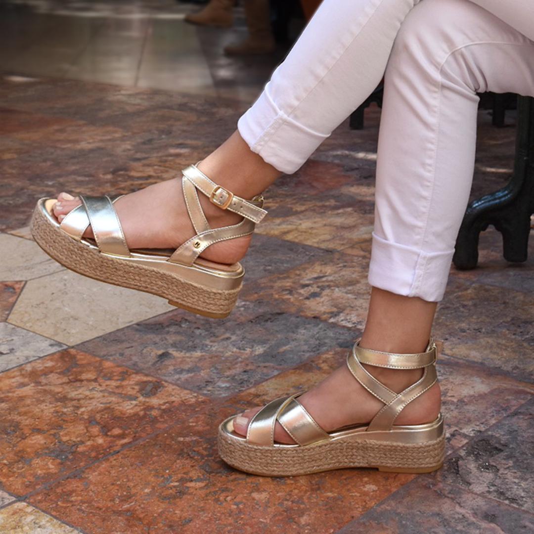 huarache zapatillas dorado