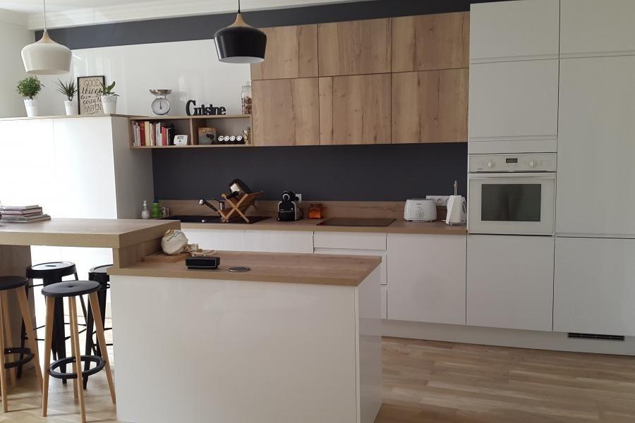cuisine blanche et bois inspiration scandinave jeu de. Black Bedroom Furniture Sets. Home Design Ideas