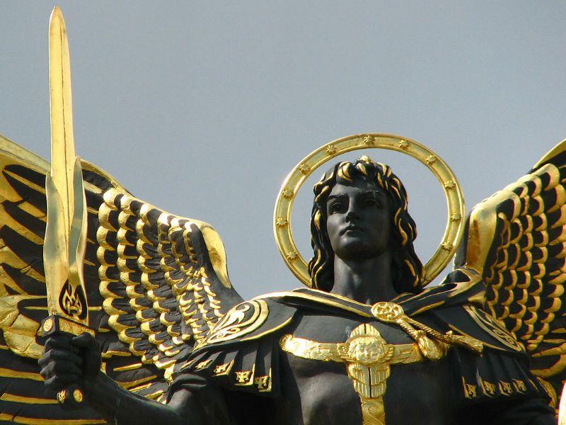 Pin Em Arcanjos E Anjos Com Face De Cavaleiros Do Zodiaco