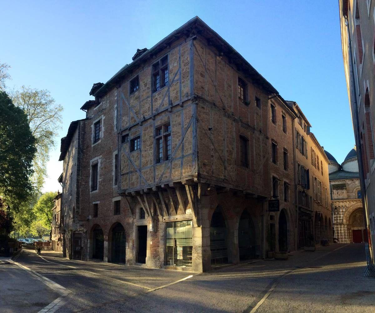 Maison médiévale, rue Daurade, Cahors, Lot, France.