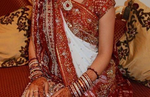 4f4bd67e67e What does a bride wear in a Gujarati wedding? - Quora | Gujarati ...
