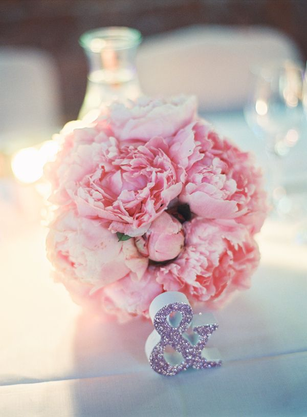 Weddingdecor, Winterviken, Stockholm, Sweden. Pink peony, flowers, head table Styling/ decorations Tina Grimstedt 2brides Photgraphy