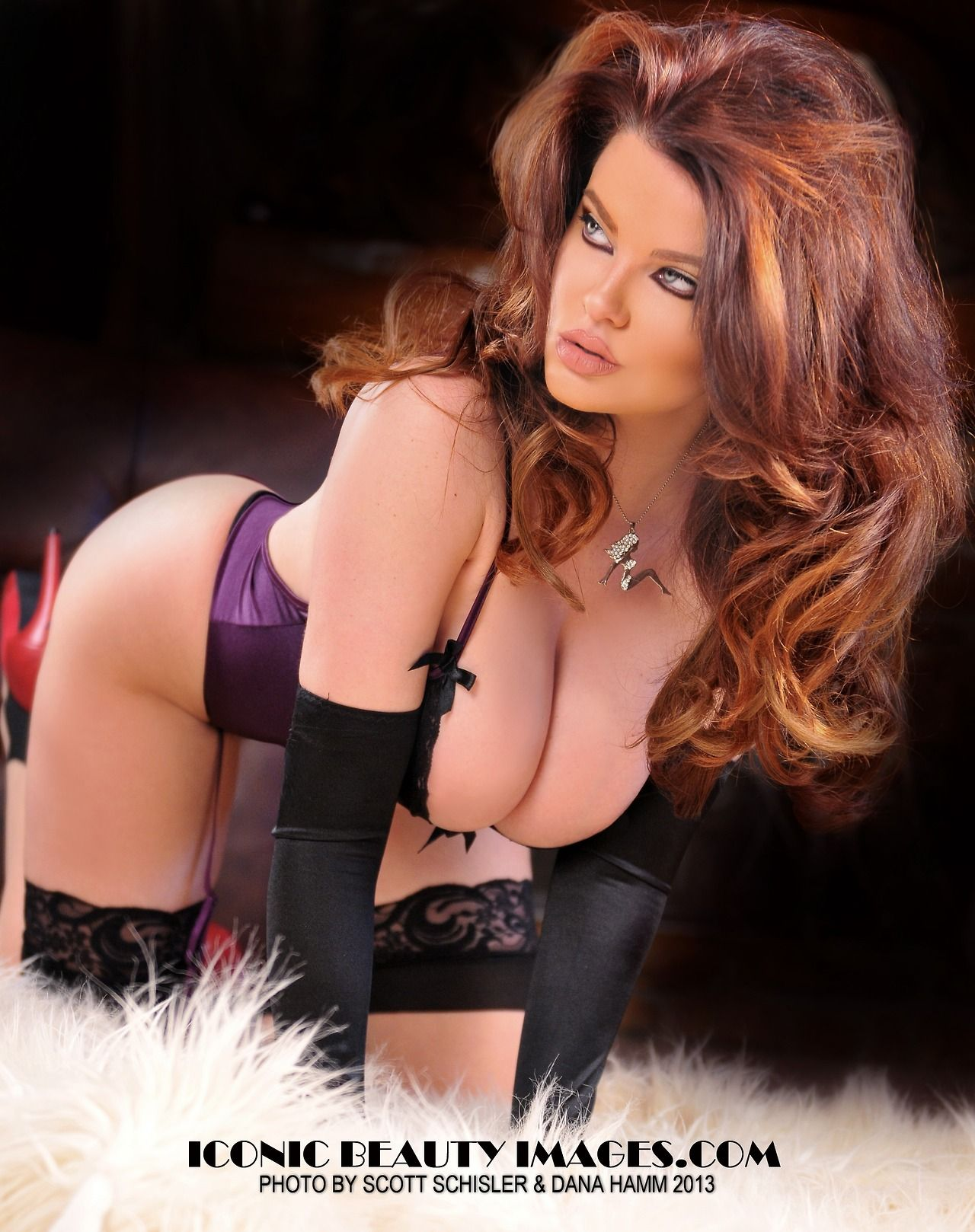 Awesome Curves On Hot Babes Happy Pining Everyone Enjoy