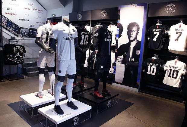 Paris Saint Germain Official Store Psg Shirts 19 20 And All Official Products In 2020 Paris Saint Germain Psg Paris Saint