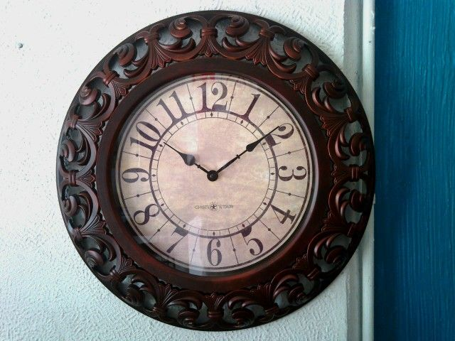 Reloj de pared  hermoso Material: resina y cristal