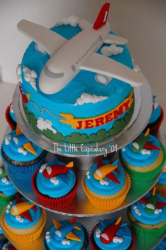 Awesome airplane cake with cupcakes hmmm wonder if for Airplane cake decoration