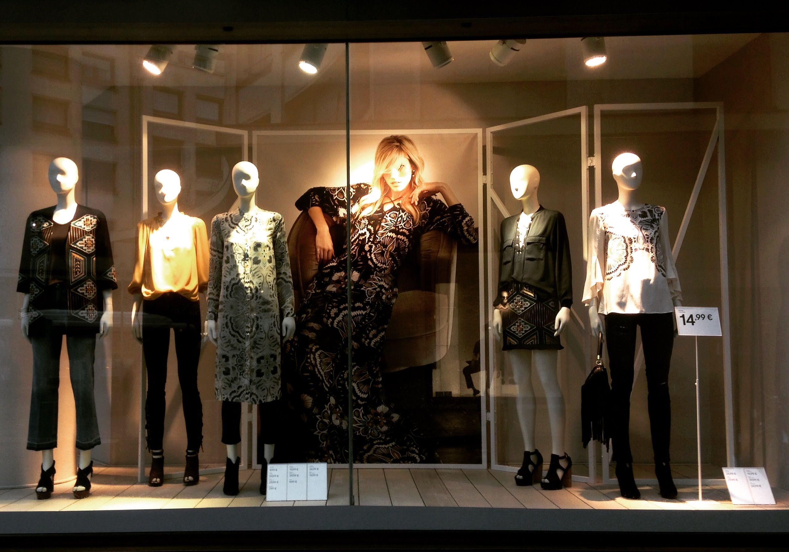 fashion week window and indoor visual merchandising. Black Bedroom Furniture Sets. Home Design Ideas