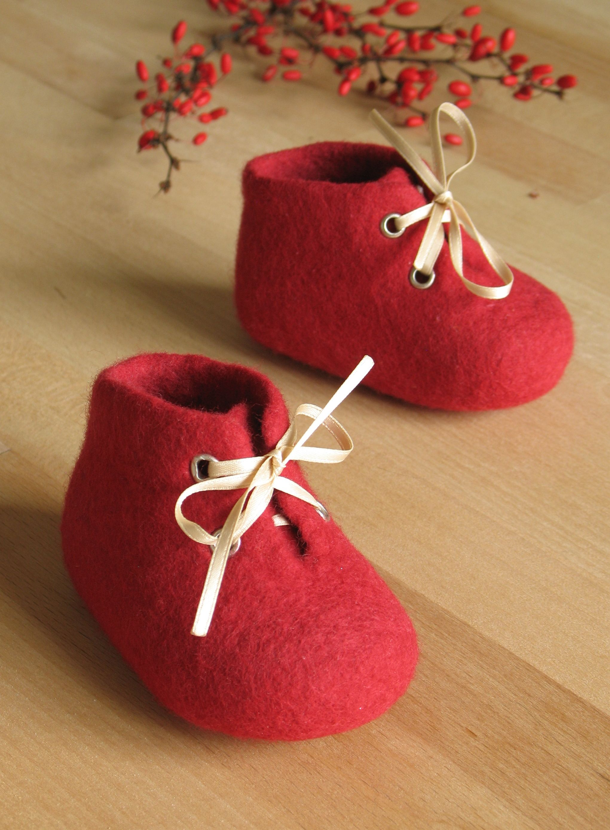 4df3f1ec90680 These little baby shoes are made of soft pure merino wool in colour ...