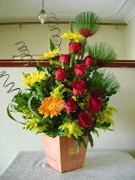 Resultado de imagem para arranjos flores naturais para igreja