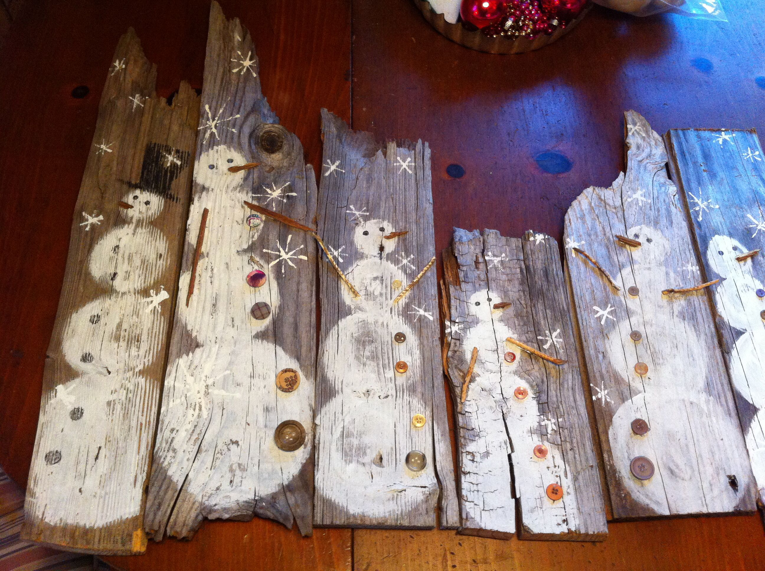Hand painted barn wood snowmen look for these soon on our for Mural art on wood