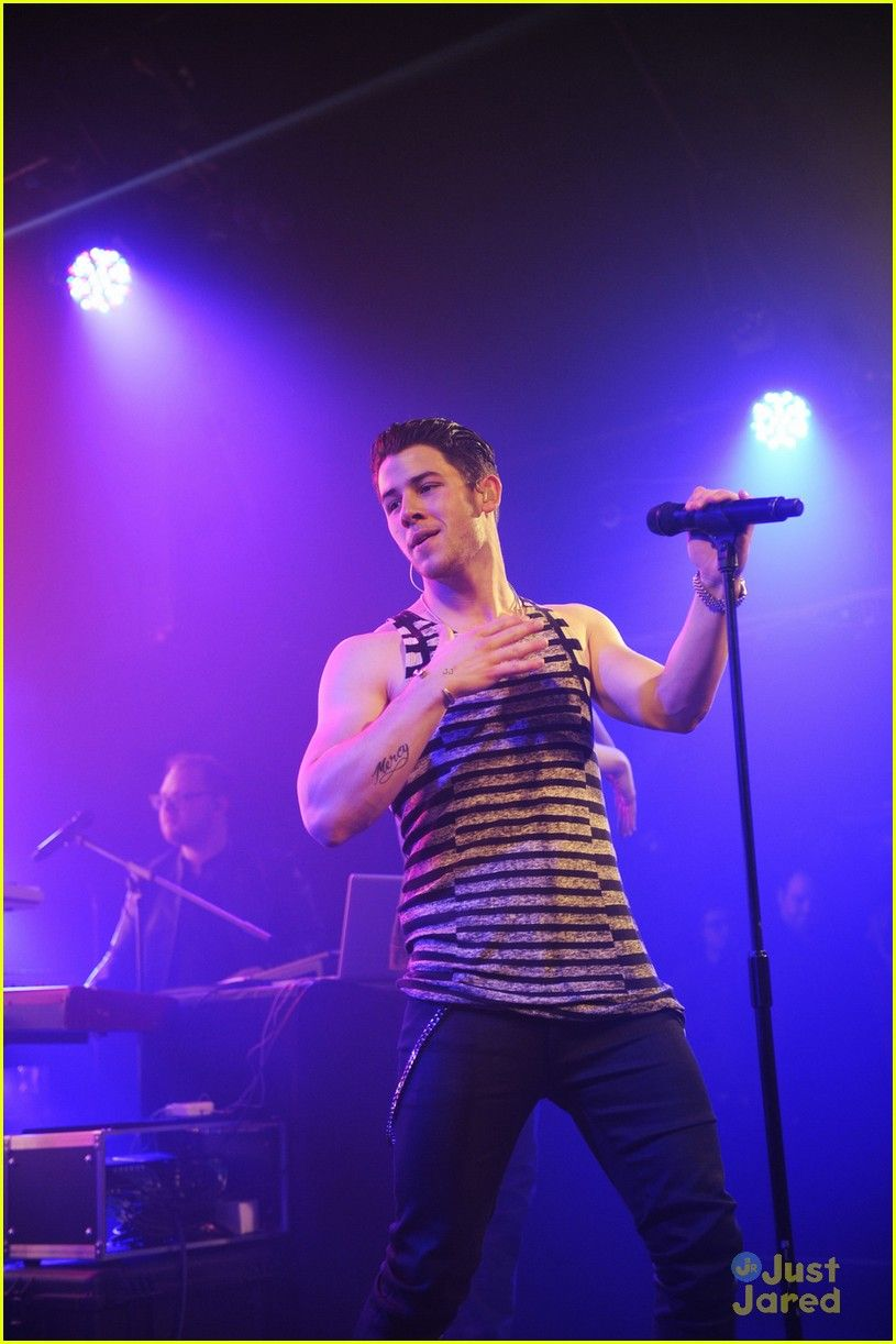 nick jonas performs valentines day concert in london