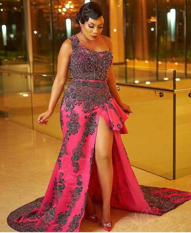 Robe soirée asymétrique | Robe de soirée africaine, Robes de mariage traditionnelles, Robes du ...