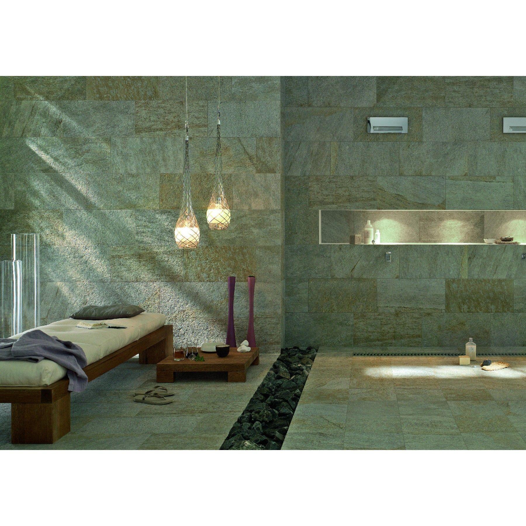 Die Multiquarz Serie Besteht Aus Glasierten Feinsteinzeugplatten Mit Ausgepragter Oberflachenstruktur Und Variab Bodenfliesen Drinnen Bodenbelag Fur Badezimmer