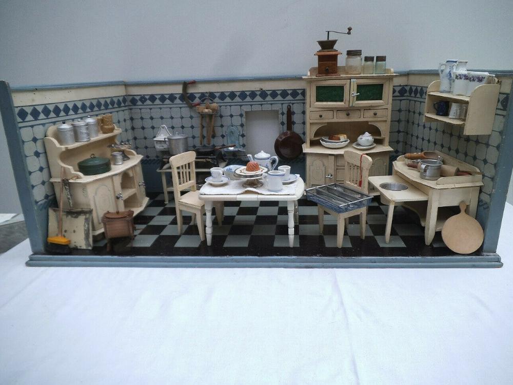 Alte Puppenstube/ Küche komplett eingerichtet, Möbel