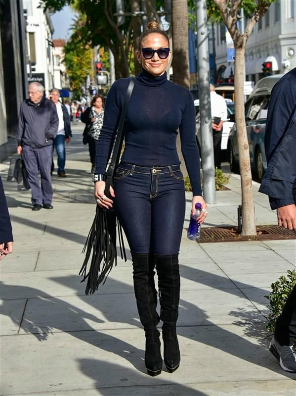 757039d6c4c389 Jennifer Lopez in tight jeans - Jennifer Lopez rocks tight denim, plus more  celebs out and about in December 2015