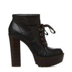 Stevvie - love those heels!