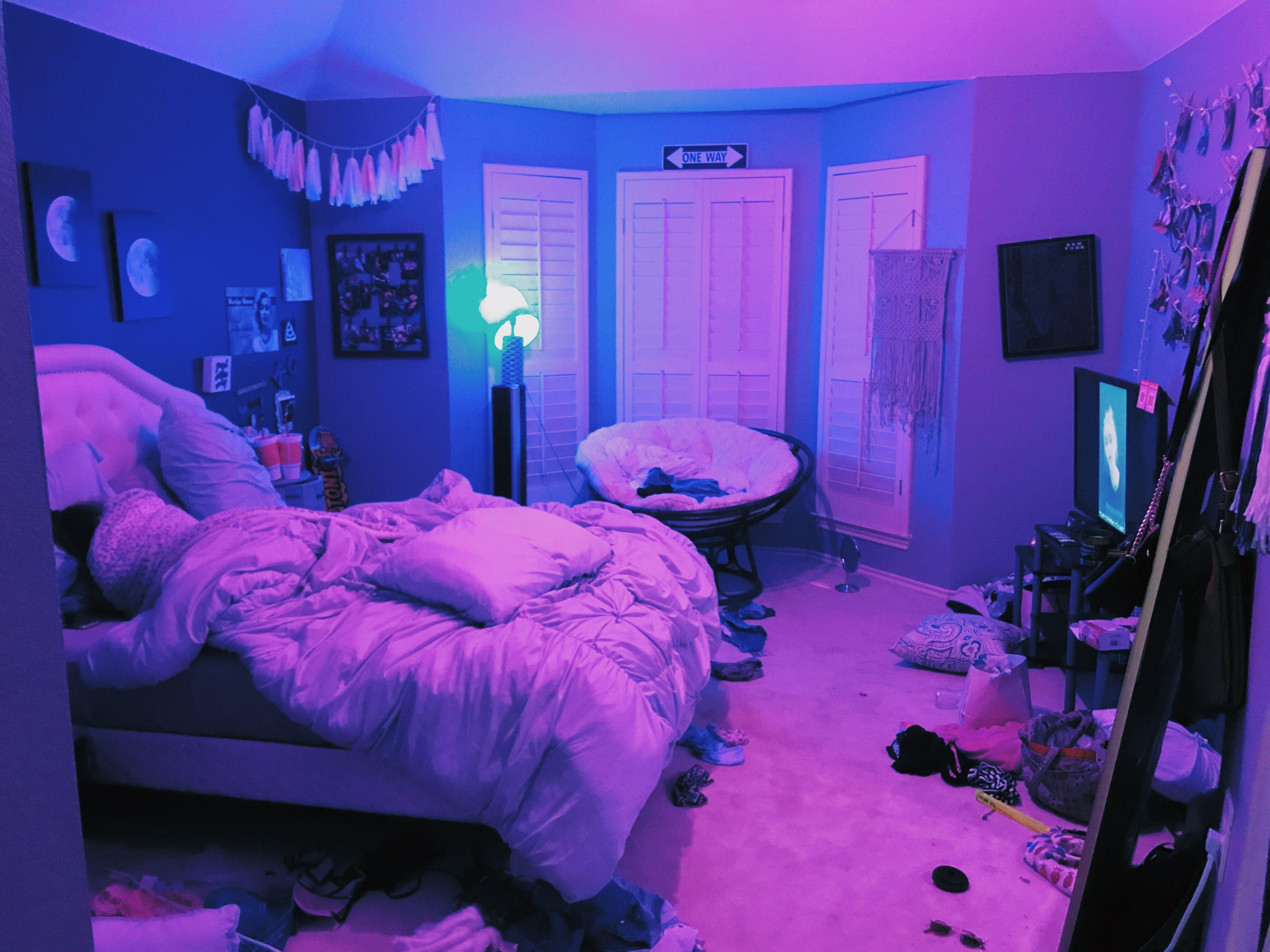 Pin by Farah moudden on room  Neon room, Neon bedroom, Chill room