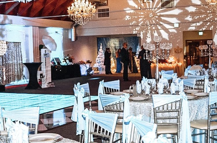 Winter wonderland holiday party. We love holiday seasons for all the fun parties. Let us plan your next party at Factory of Dreams Hall North Park. Our San Diego all-inclusive venue has everything you need to plan your best event yet.   #sandiegovenue #sandiegoeventhall #holidayparty #winterwonderland #elegantvenue #budgetfriendlyvenue #sandiegoevents #salòndefiestas #allinclusiveevent #themedparty #holidaypartyvenue #corporateevent #speicaleventhall #sandiegospecialeventspace #venue