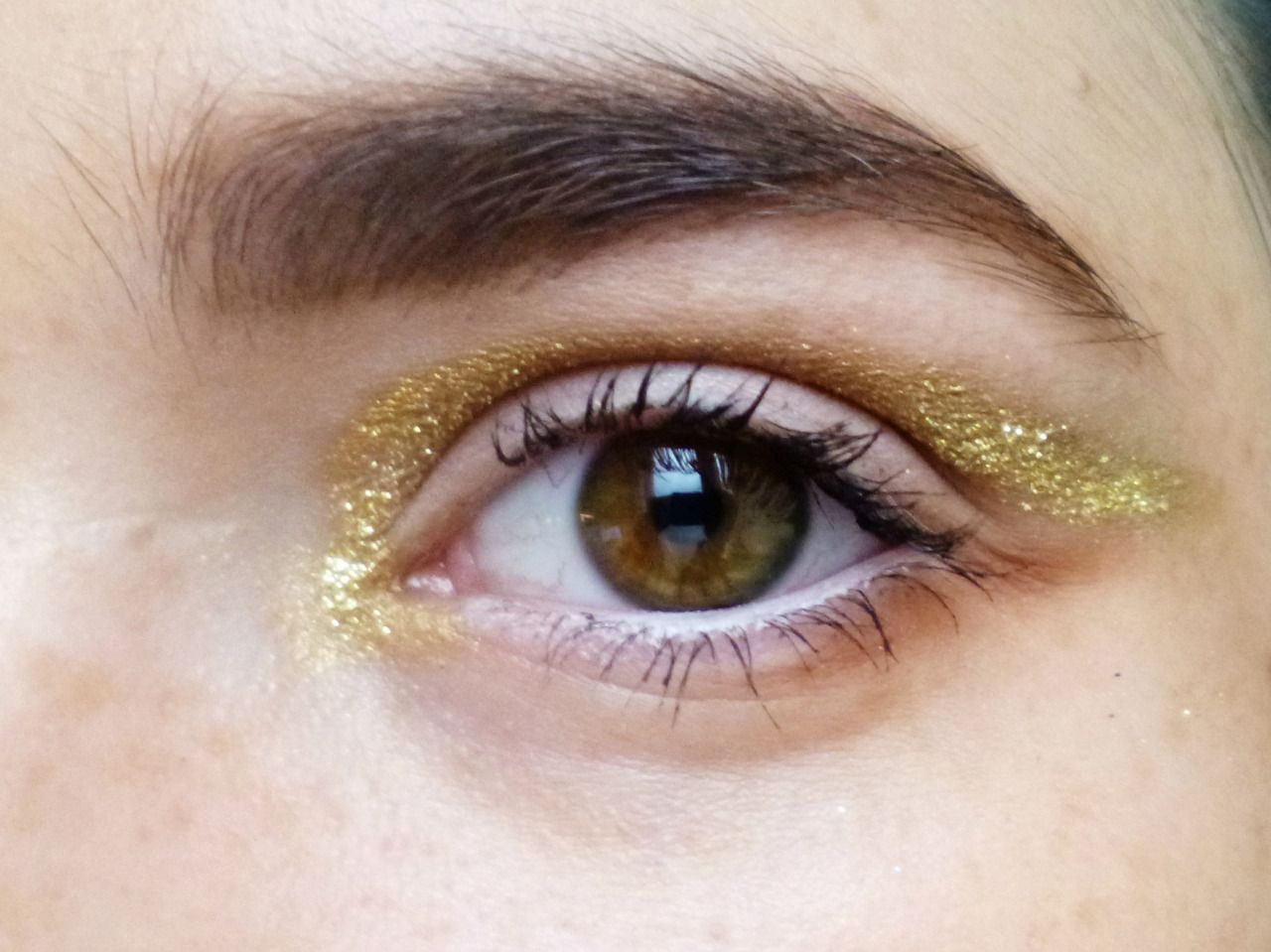 Gold Glitter Eyes Tutorial By Maura Christmas Is Powder Doom