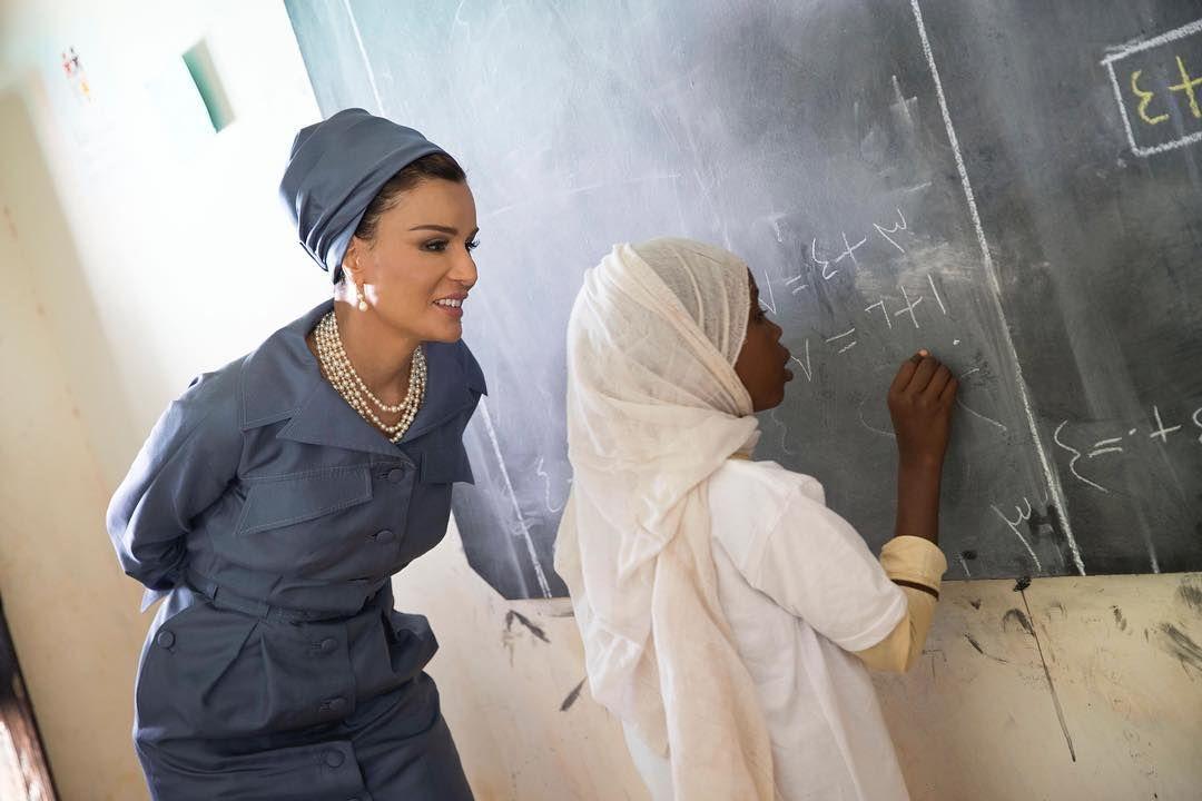 زارت صاحبة السمو الشيخة موزا بنت ناصر اليوم برنامج أمبدة للتعليم البديل في العاصمة السودانية الخرطوم وهو واحد من 3 900 برنامج في Fashion Women Ruffle Blouse