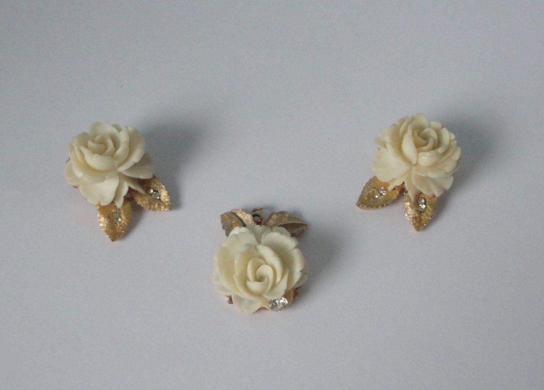 Unmarked Vintage Enamel Flowers Demi Parure Brooch /& Clip Earring Set  1960/'s Pink Floral Costume Jewelry  Enamel Pin and Earrings
