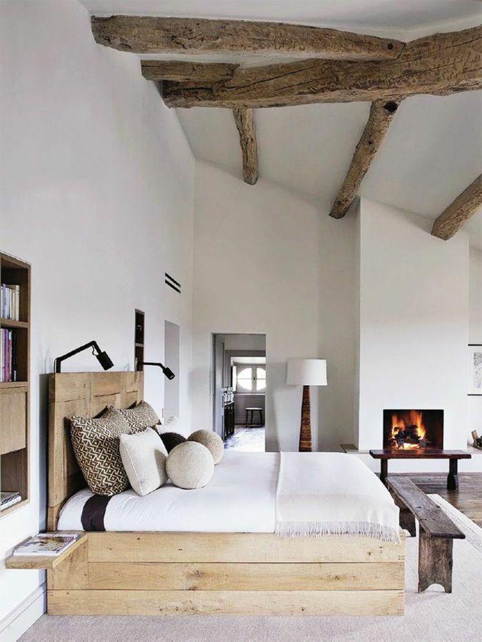 Jolie chambre avec poutres en bois brut design for Dormitorio principal m6 deco