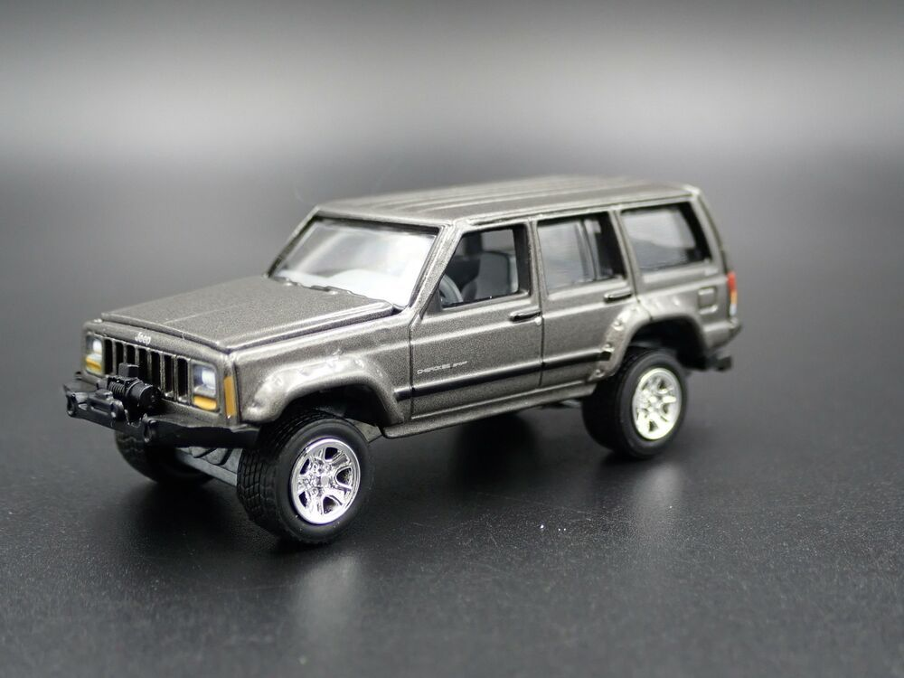 1984 2001 Jeep Cherokee Xj Sport 4 Door W Hitch 1 64 Scale Diecast