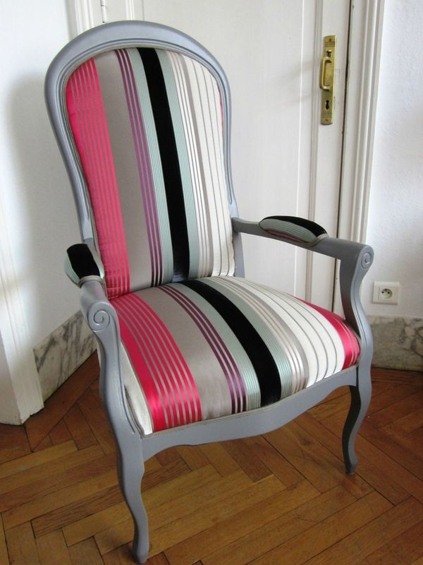 Voltaire retapiss gris et velours bayad re r alisation for Chaise voltaire