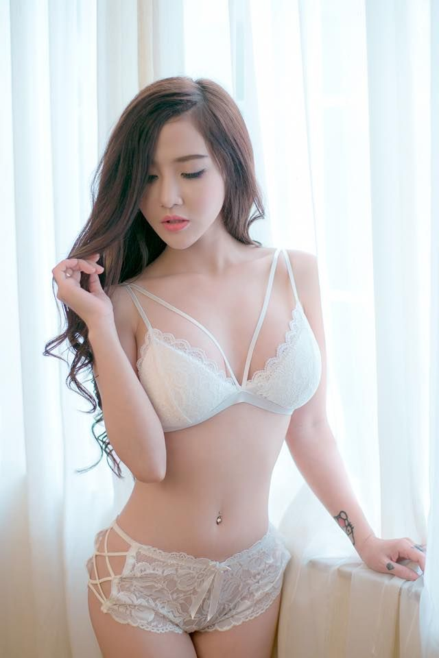 women Laundrie asian