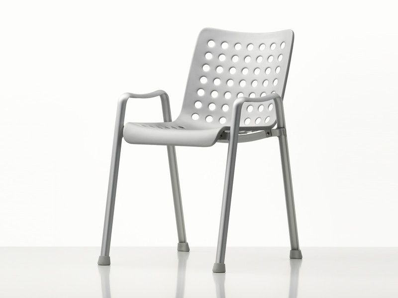 The Landi Chair occupies an important place in the history of twentieth-century design: this classic by Hans Coray established the new typology of a three-dimensionally moulded seat shell on a separate base.