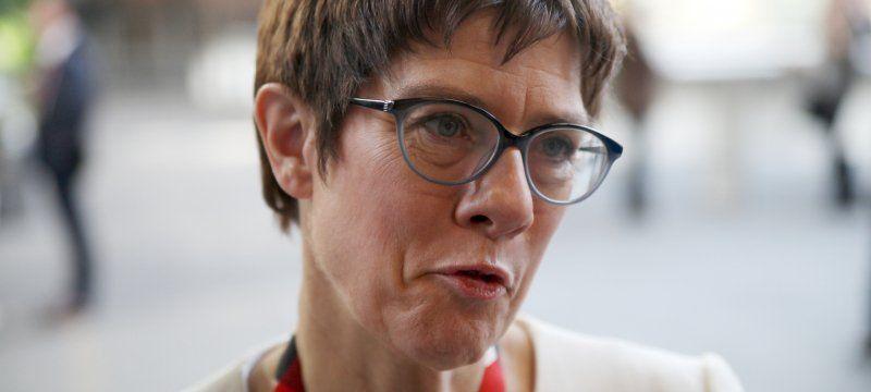 Saarbrucker Zeitung Akk War Gast Bei Gleichgeschlechtlicher Eheschliessung Die Cdu Vorsitzende Annegret Kramp Karrenbaue Ehe Zeitung Standesamtliche Trauung